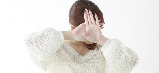 整形バレで顔を隠す