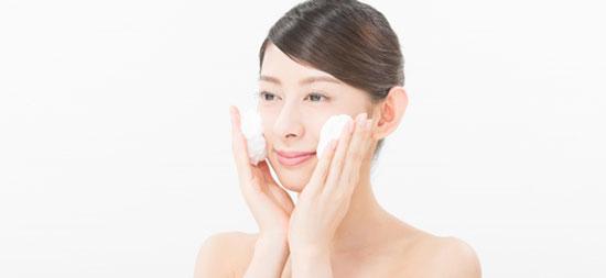 整形後に優しく洗顔する